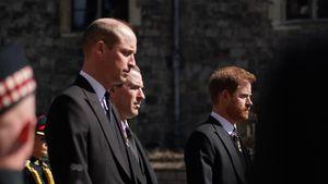Während Gottesdienst: William und Harry sitzen getrennt