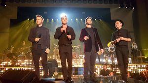 Gary Barlow, Robbie Williams, Howard Donald und Mark Owen im November auf der Bühne im Troxy, London