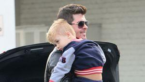 Sänger Robin Thicke mit Sohn Julian in Beverly Hills, Kalifornien