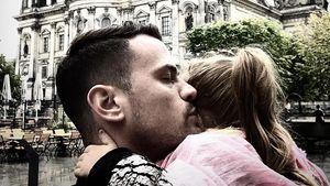 Rocco Stark mit Tochter Amelia vor dem Berliner Dom