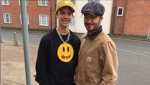 Ganz der Papa: Romeo Beckham hat jetzt auch XXL-Beintattoo!