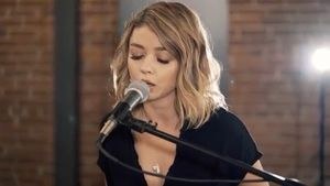 "Sarah Hyland im Musikvideo ""Closer"" von Boyce Avenue"