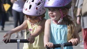 Sarah Jessica Parkers Girls rollern um die Wette