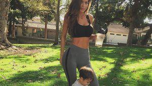 Model Sarah Stage beim Training mit ihrem Sohn