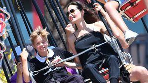 Shiloh Jolie-Pitt und Angelina Jolie im Disneyland