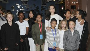 Angelina Jolie mit allen Kids: Wieder happy nach Trennung?