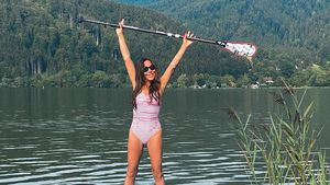 Supersportlich: Simone Thomalla wird zur sexy Paddel-Grazie