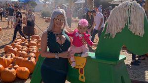 Sophia Vegas' Tochter Amanda verzückt mit Blümchen-Haarband