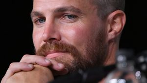"Body-Shaming: ""Arrow""-Star Stephen Amell hat keinen Bauch!"