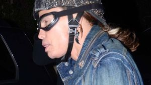 Steven Tyler: Blumiger Biker in Gummilatschen