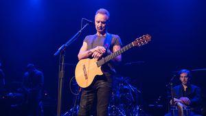 Sting gedenkt bei seinem Konzert im Bataclan in Paris im November 2016 der Terror-Opfer