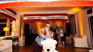Taylor Swift und Freunde bei einer Verlobungsfeier