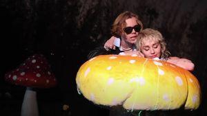 Kuschelvideo: Was läuft bei Miley Cyrus und The Kid Laroi?