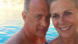 28 Jahre happy: Tom Hanks' & Rita Wilsons 1. Paar-Selfie!