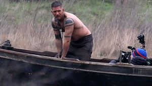 "Tom Hardy am Set von ""Taboo"""