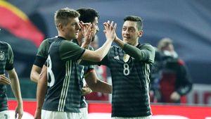 Toni Kroos und Mesut Özil für die DFB-Elf auf dem Spielfeld