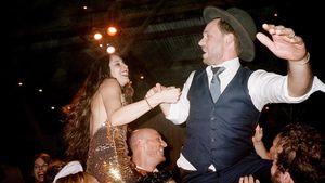 Troian Bellisario und Patrick J. Adams am Tag ihrer Hochzeit