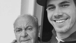 """Traurigster Post"": Bachelorette-Brian trauert um seinen Opa"