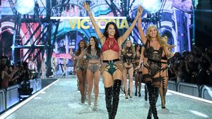 "Victoria's Secret Engel bei der ""Victoria's Secret Fashion Show"" in Paris 2016"