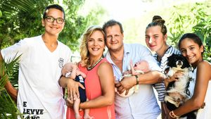 Volkan, Daniela mit Diego, Jens Büchner mit Jenna, Joelina-Shirin und Jada