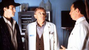"""Warren Frost (m.) mit Michael Ontkean und Miguel Ferrer im Film """"Twin Peaks"""""""