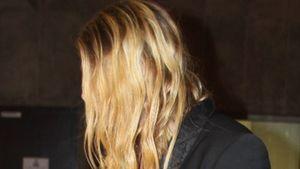 Auflösung: Die Haare verdecken das Gesicht von...