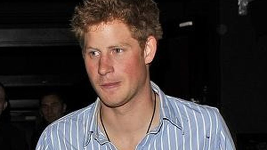 Prinz Harry springt betrunken in Club-Pool