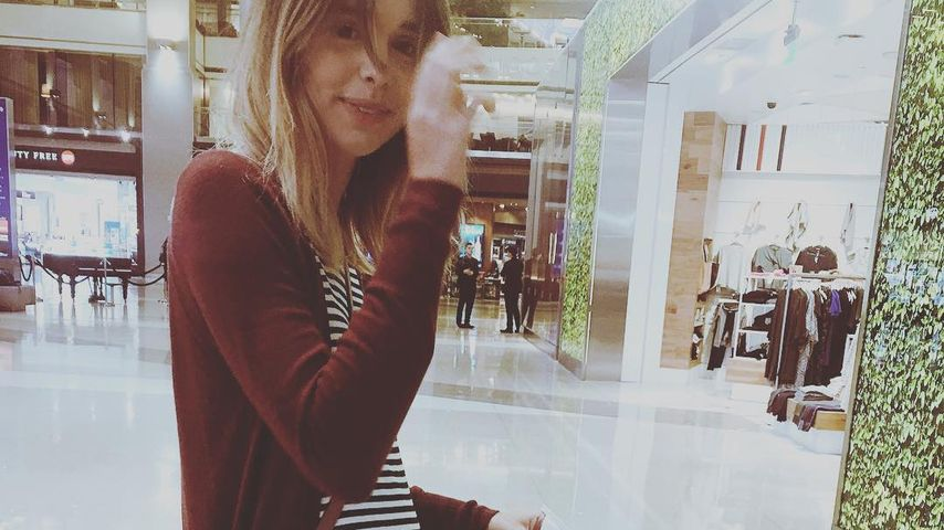 Baby unterwegs! YouTuberin Acacia Brinley mit Mini-Kugel