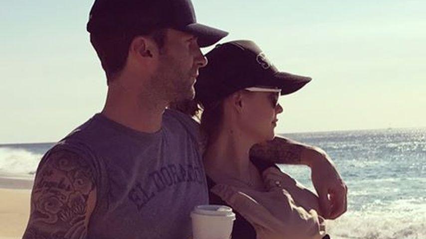 Adam Levine, Behati Prinsloo und ihre Tochter am Strand
