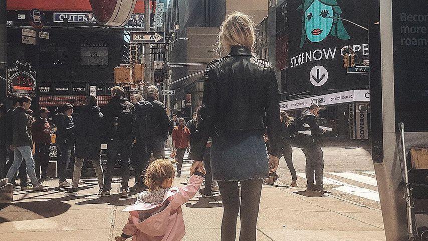 Alena Fritz mit ihrer Tochter im April 2019 in New York