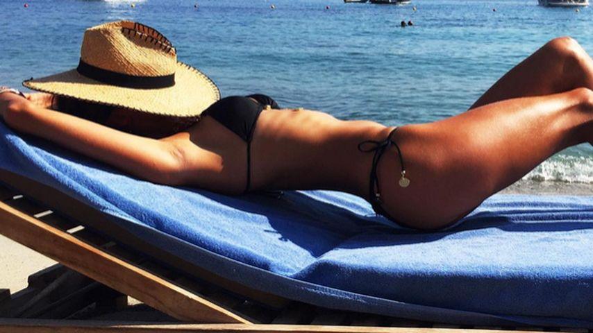 Heißes Urlaubs-Pic: Wer ist diese sinnliche Sonnenanbeterin?