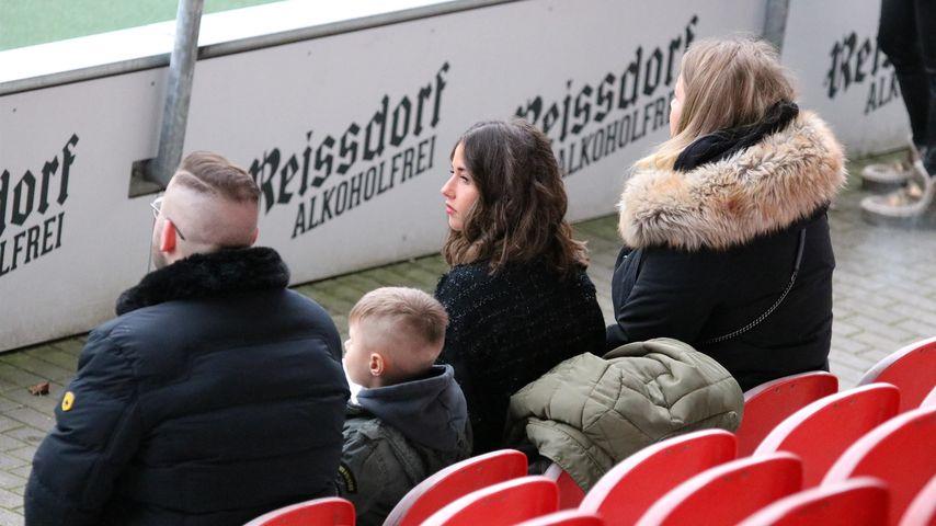 Alessio und Sarah Lombardi beim Fußballspiel von Julian Büscher