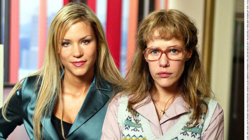 """Alexandra Neldel und Schauspielkollegin Nina Gnädig 2005 am Set von """"Verliebt in Berlin"""""""