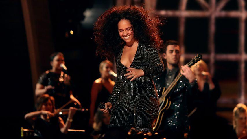 Schiefer Stern: Alicia Keys zeigt wackelige Weihnachts-Deko!