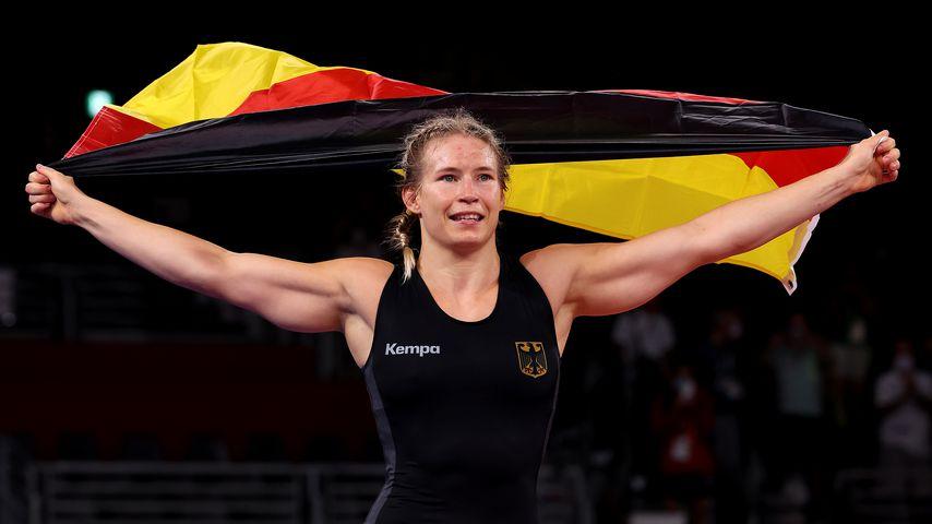 Deutsche Premiere: Aline Rotter-Focken holt Gold im Ringen