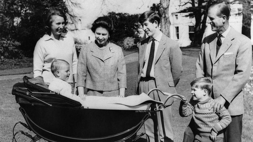 Prinzessin Anne, Prinz Andrew, Queen Elizabeth II., Prinz Charles, Prinz Philip & Prinz Edward 1965