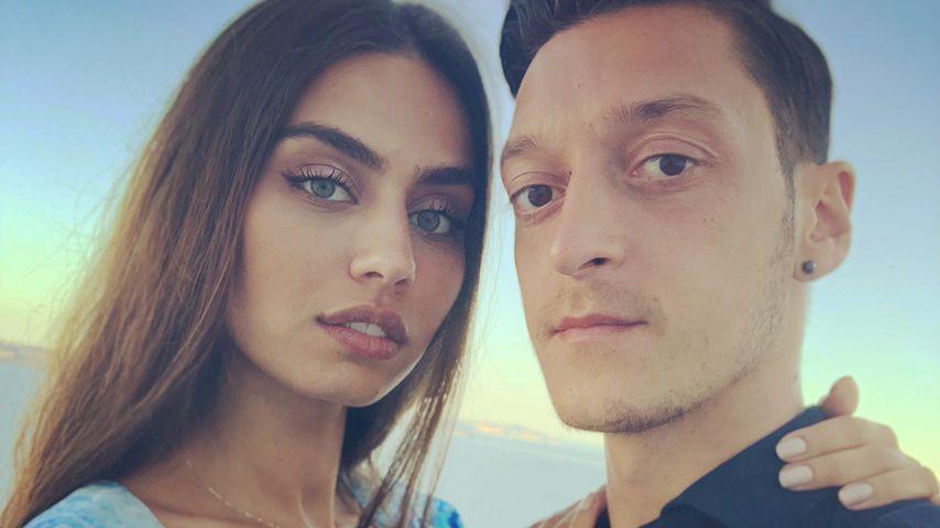 Mesut Özils Rücktritt: Freundin Amine Gülse steht hinter ihm