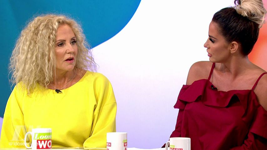 "Amy und Katie Price in der TV-Show ""Loose Women"""