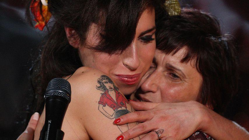 Amy Winehouse und ihre Mutter Janis im Februar 2008