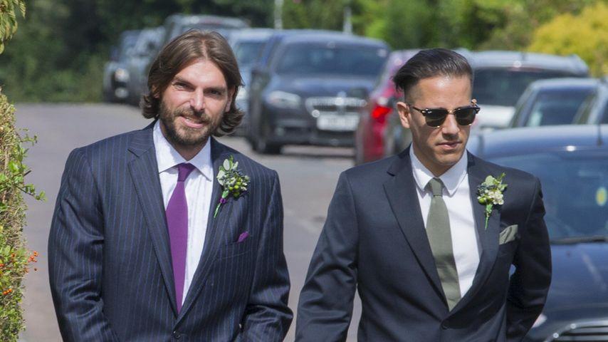Andrew Robertson mit einem Freund auf dem Weg zur Kirche