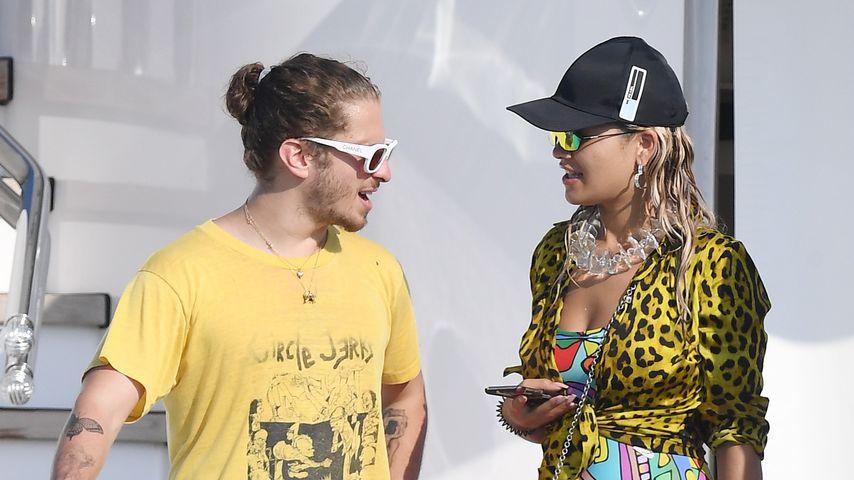 Andrew Watt und Rita Ora auf einer Yacht