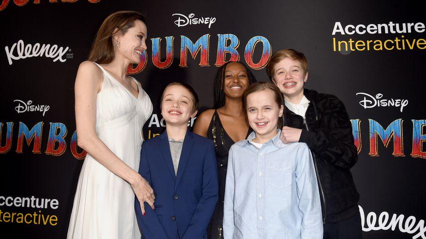 Angelina Jolie, Knox Leon, Zahara Marley, Vivienne Marcheline, and Shiloh Nouvel Jolie-Pitt