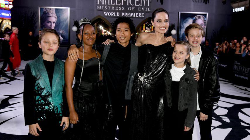Angelina Jolie mit ihren Kindern Knox, Zahara, Pax, Vivienne und Shiloh