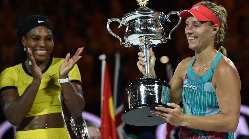 Serena Williams und Angelique Kerber bei der Siegerehrung der Australian Open 2016
