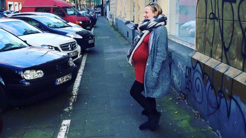 Kugelrund: AWZ-Ania Niedieck mit riesigem Babybauch on tour!