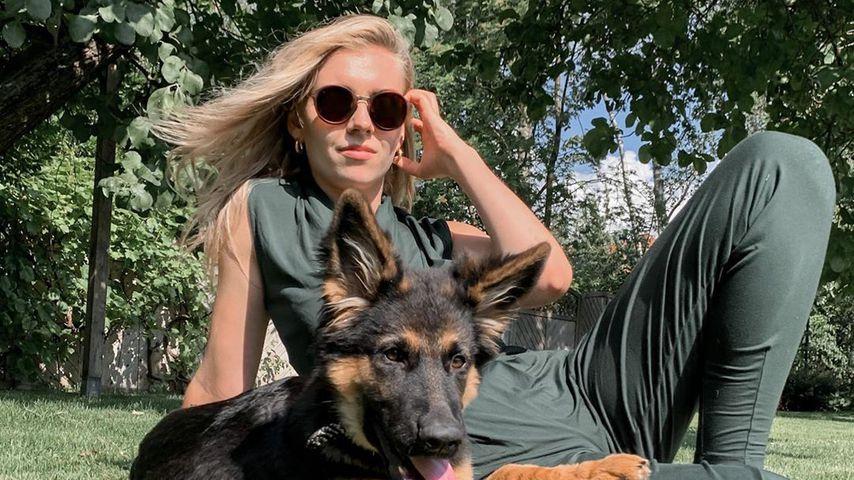 Annabella Zetsch mit ihrem Hund, Juni 2020