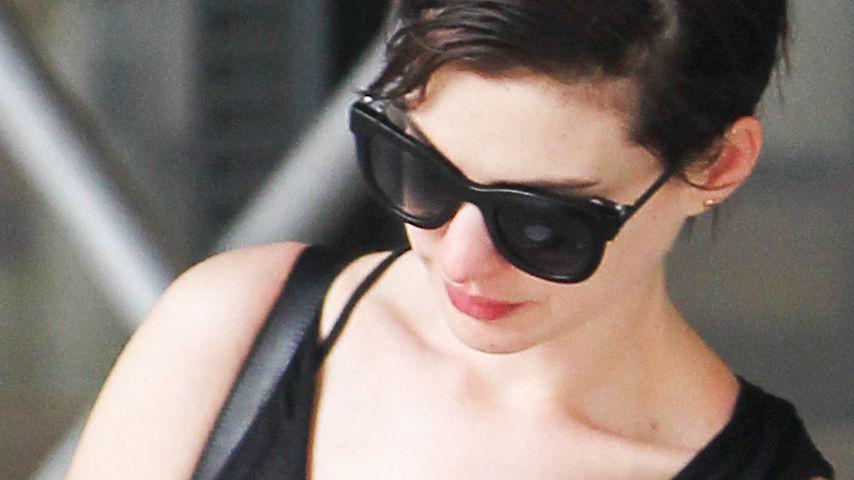 Back to Basic: Anne Hathaway ist wieder brünett