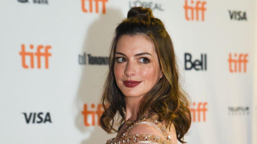 Anne Hathaway: Deshalb log sie über ihre Schwangerschaft