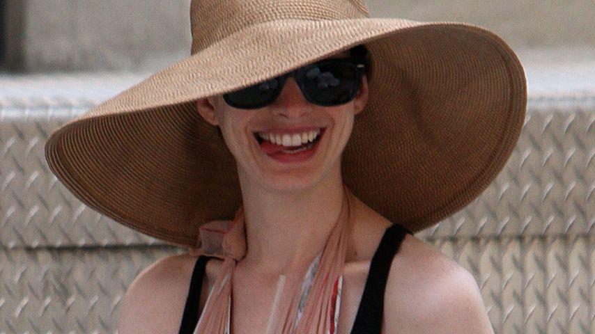 Anne Hathaway: Selbst verletzt noch stylisch!