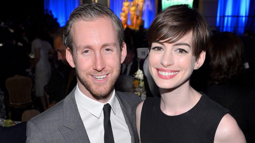 Anne Hathaway und ihr Ehemann Adam Shulman in Beverly Hills